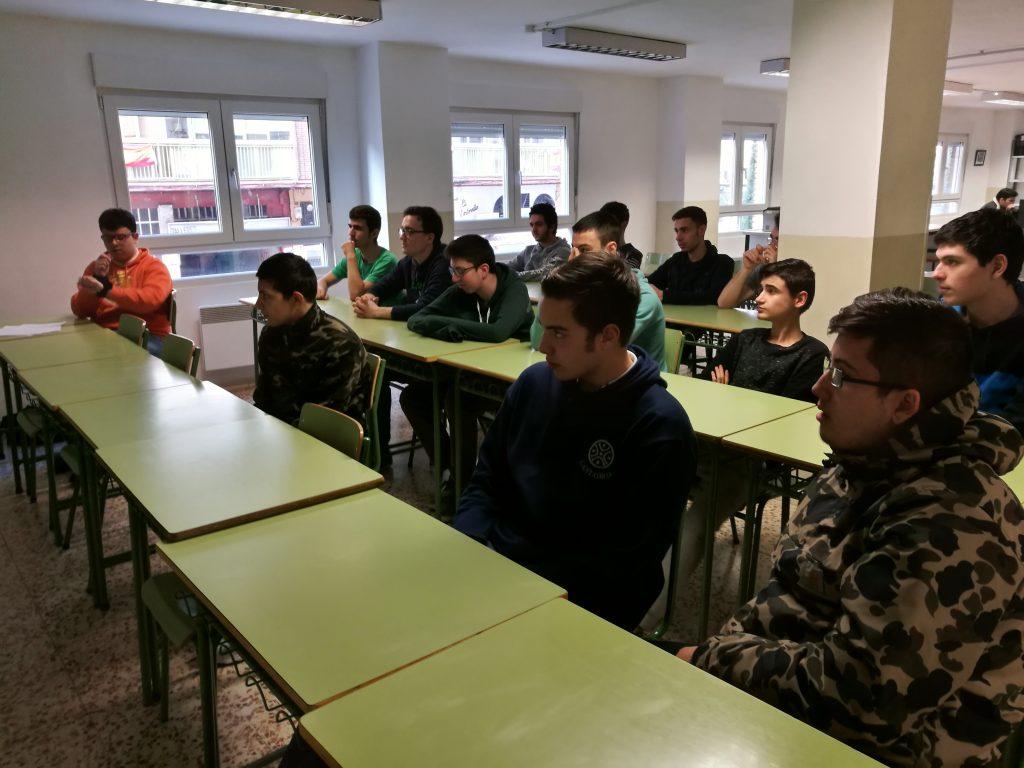 Alumnos grado medio SMR Charla seguridad Policía Nacional